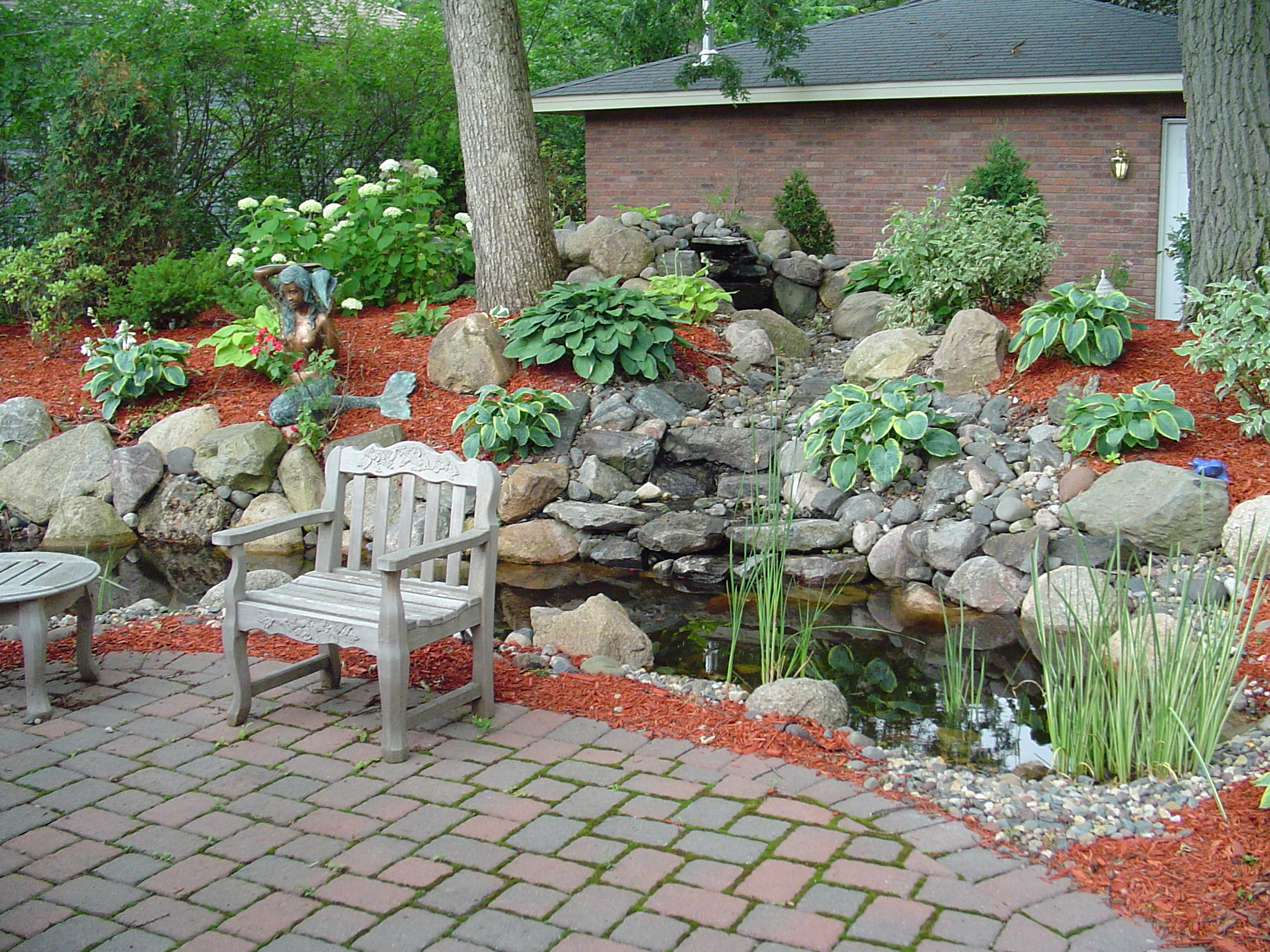 10% Off Complete Job For Mulch And Rock Work If Booked By May 11th 2018 For  The 2018 Season.